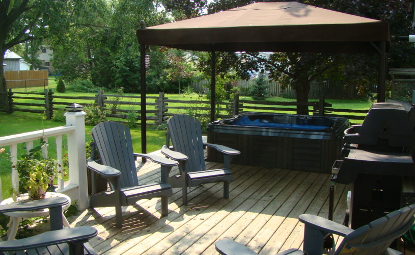 Gables Bed & Breakfast Stayner Ontario - Patio with Hot Tub